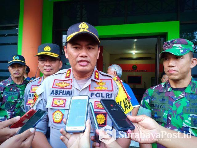 Kapolres Malang Kota AKBP Asfuri bersama Dandim 0833 Kota Malang, Letkol Inf Tommy Anderson saat memberikan keterangan kepada awak media usai meninjau pengiriman kotak suara di Kantor Kwcamatan Blimbing