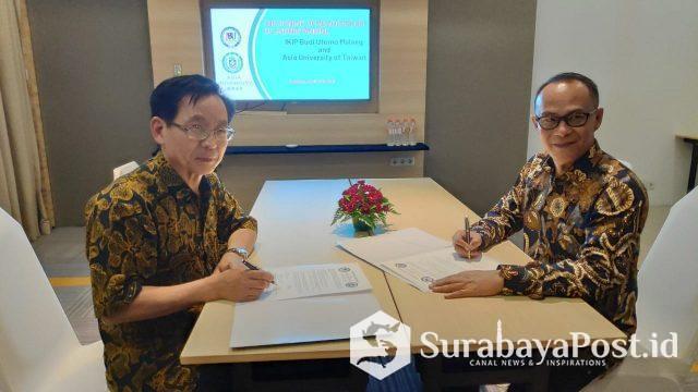 Rektor IBU Malang Dr Nurcholis Sunuyeko MSi (kanan) saat menandatangani MoU dengan dua Perguruan Tinggi asal Taiwan.