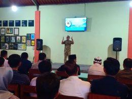 Rektor IBU Malang Dr Nurcholis Sunuyeko MSi saat memberikan sambutan dalam acara syukuran atas diraihnya akreditasi B untuk program pascasarjana IBU.