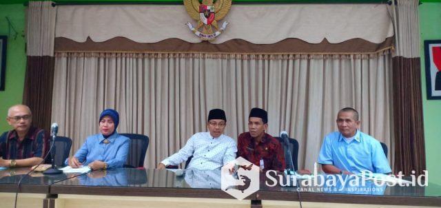 Wali Kota Malang, Drs Sutiaji bersama Kepada Dinas Pendidikan Dra Zubaidah serta KONI saat memaparkan tentang PPDB 2019.