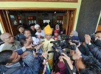 Mendikbud Prof Dr Muhadjir Effendy MAP saat diwawancarai wartawan usai memimpin upacara Harkitnas dan memantau pelaksanaan PPDB di SMPN 1 Kota Malang, Jatim