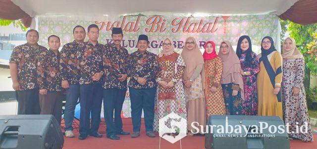 Kajari Kota Malang, Amran Lakoni (Enam dari kiri) didampingi isteri bersama para Kasi dan pengurus IAD Cabang Malang.