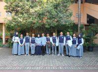 Para siswa SMA Pradita pose bersama usai sosialisasi di SMPN 3 Kota Malang.