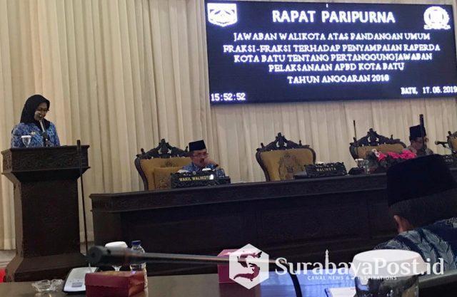 Wali Kota Batu Hj Dewanti Rumpoko saat menyampaikan jawaban atas pandangan umum fraksi terkait laporan pertanggungjawaban 2018.