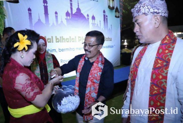 Wawali Punjul Santoso saat menghadiri Halal bi Halal PHRI Kota Batu.