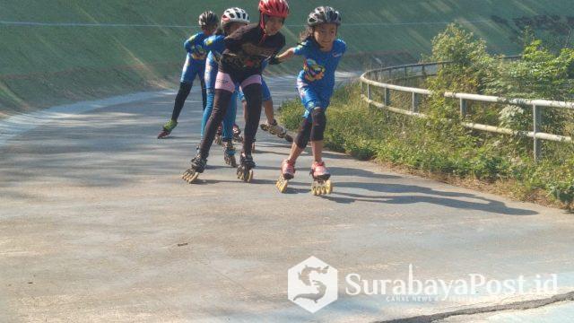 Atlet MILS jalani latihan khusus di Vellodrom Kota Malang jelang kejuaraan sepatu roda di Tuban.