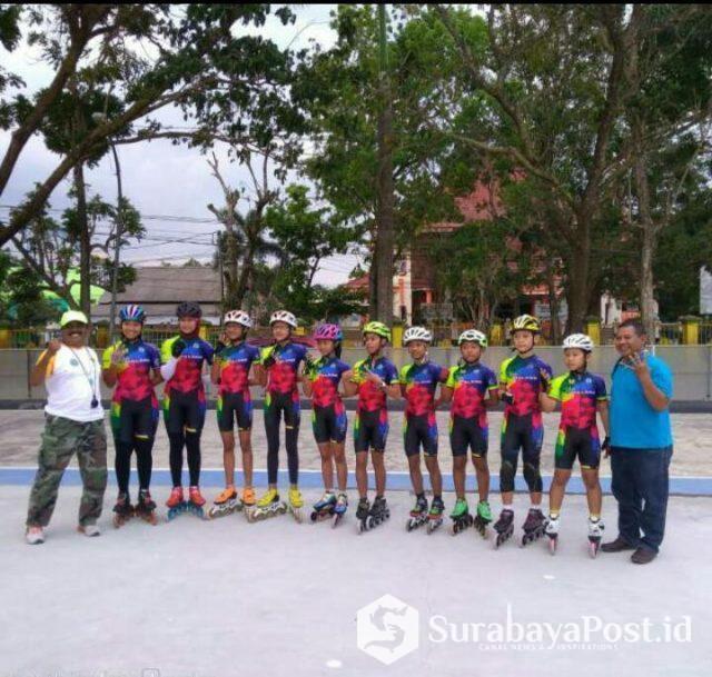 Atlet sepatu roda Kota Malang yang akan turun di Porprov, Jatim 2019 didampingi pelatih ketua Puslatcab PORSEROSI, Yuhartono (Sebelah kiri).