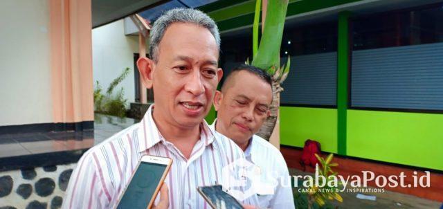 Humas Pengadilan Negeri (PN) Malang, Djuanto saat memberikan keterangan kepada wartawan terkait sidang putusan sela dengan terdakwa Thomas Zacharias