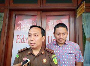 Kasi Pidum Kejari Kota Malang, Wahyu Hidayatullah bersama IDGP Awatara