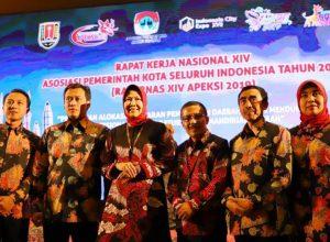 Wali Kota Dewanti Rumpoko dan Wawali Punjul Santoso bersama para kepala daerah lainnya dalam acara Rakornas XIV Apeksi di Ballroom The Renaissance Semarang.