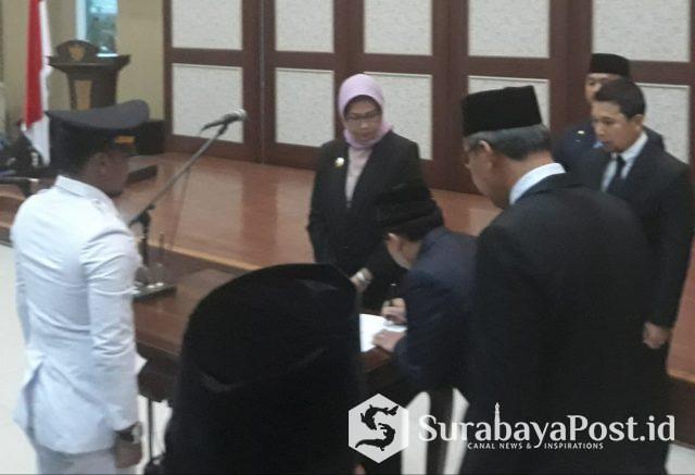Wali Kota Batu Dewanti Rumpoko melantik dan mengambil sumpah para pejabat eselon III dan IV yang dimutasi.