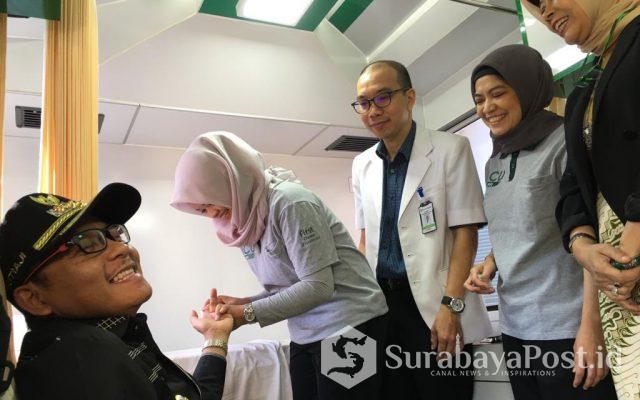 Wali Kota Malang Sutiaji saat melakukan pemeriksaan kesehatan di Balaikota Malang.