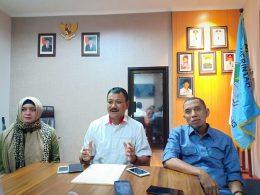 Ketua KONI Kota Malang Eddy Wahyono didampingi Waka KONI Kota Malang Husnun N Djuraid dan Humas KONI Kota Malang Nelly.