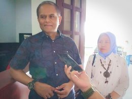 Kepala Dinas Perdagangan (Disdag) Kota Malang, Wahyu Setianto didampingi Sekretaris Disdag, Ajeng kala memberikan keterangan kepada wartawan