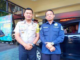 Kombes Pol Guntur Aryo Tejo (kanan) bersama Kapolres Malang Kota AKBP Asfuri di Mapolres Malang Kota, Jatim.