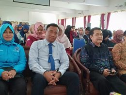 KBO Reskoba Polres Malang Kota, Iptu Bambang Heryanta (dua dari kiri) bersama Kasi Pencegahan Pemberdayaan Masyarakat (P2M) BNN Kota Malang, Kompol Badriyah (kiri) dan Dekan Fak Hukum Unidha Bambang serta Rektor Unidha, Prof Suko Wiyono