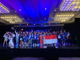 Isabelle Kiara Kurniawan kala menerima penghargaan di ajang internasional Amerika Serikat mengibarkan bendera Merah Putih.
