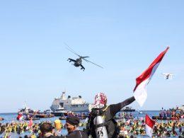 Detik-detik 3100 penyelam wanita melakukan aksi heroik di Bunaken, Manado.