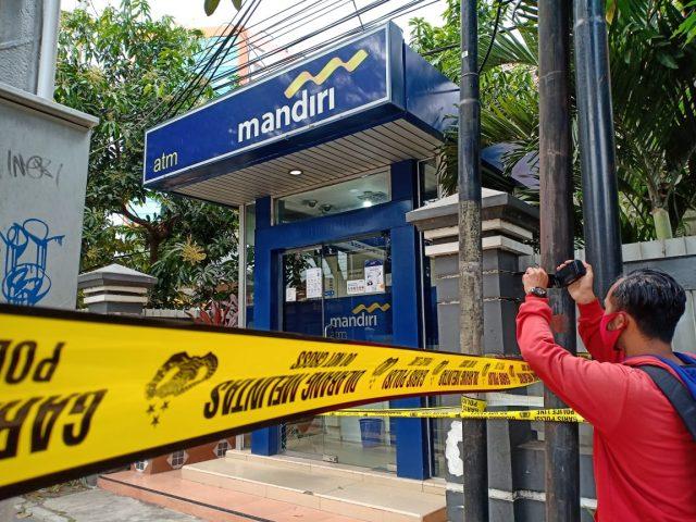 AtM milik Bank Mandiri yang sempat menjadi tempat penodongan oleh penjahat pada petugas pengawal.